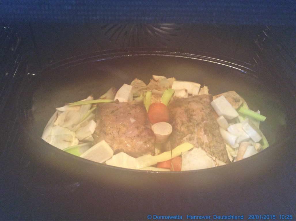 Bio-Schweinebraten mit Gemüse im Rohr