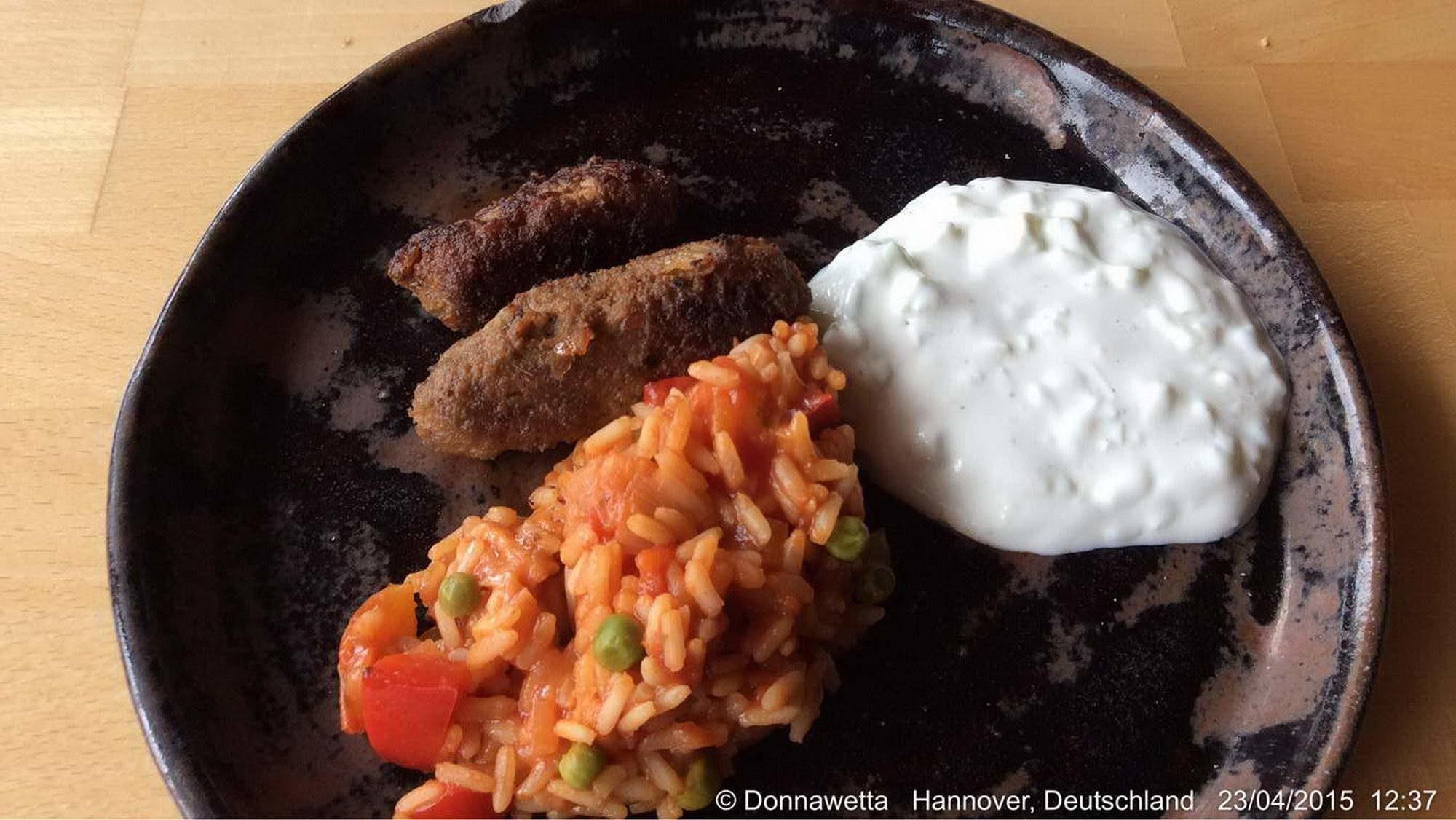 Griechische Platte - fertiges Gericht auf Teller