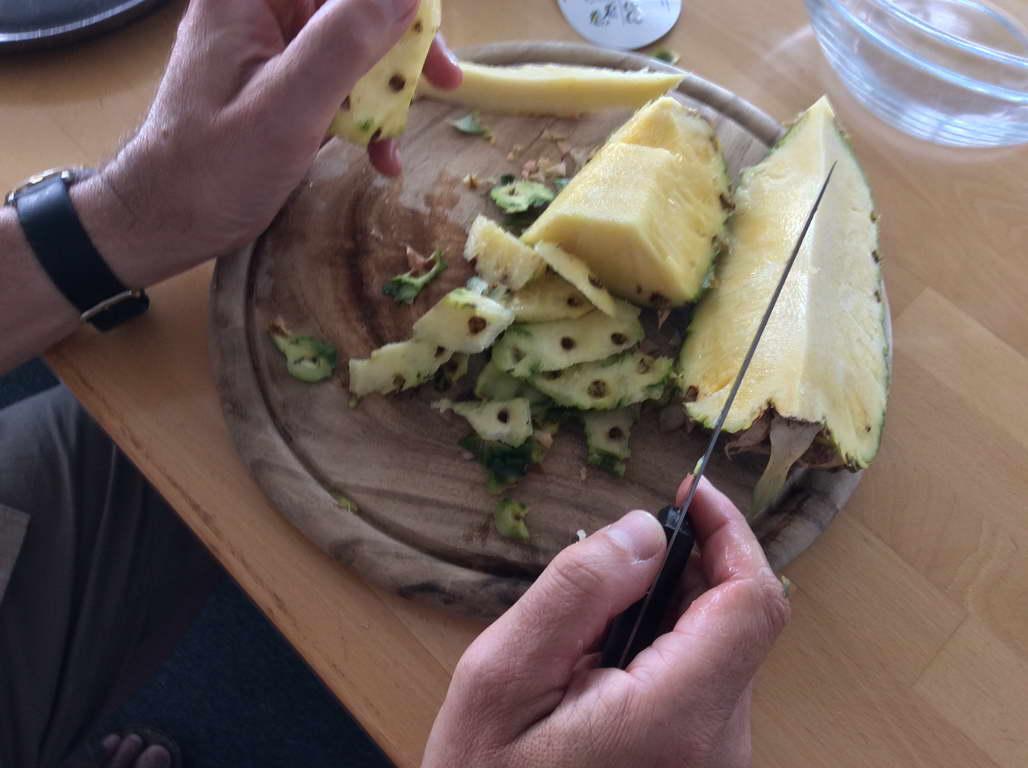 Ananas zerlegen