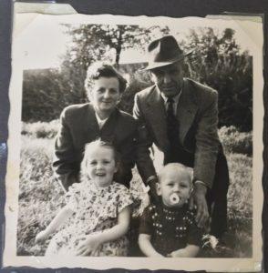 Adler-Clan - Oma Opa meine Cousine und ich