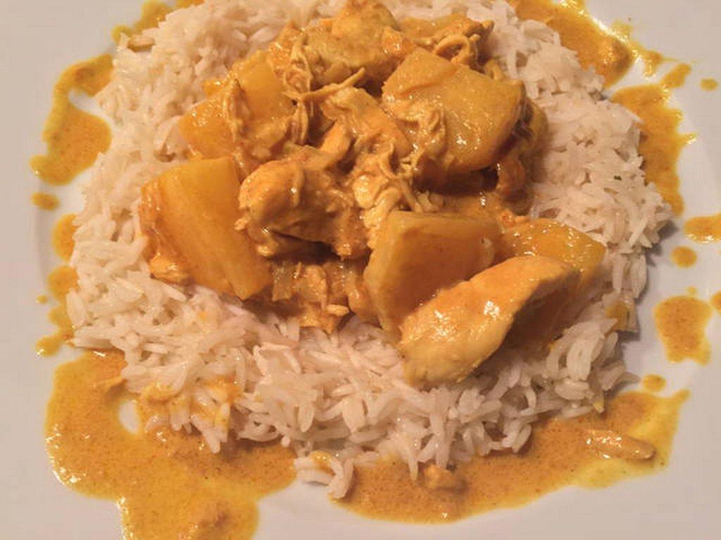 Curry-Geschnetzeltes mit Hühnchen und Bratreis