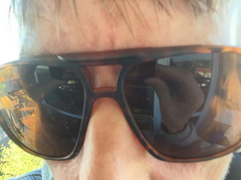 mit Sonnenbrille
