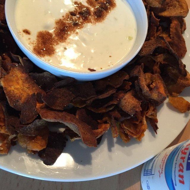 Süßkartoffelchips mit Dipp