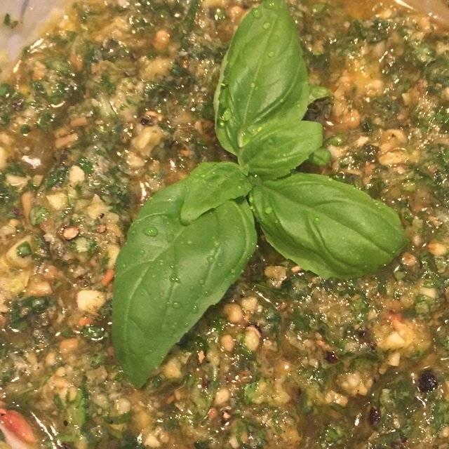 feriges Pesto, gemörsert, nicht gemixert