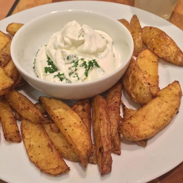 Kartoffelstreifen gebacken mit Sour Cream