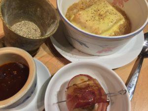 Gefüllte Zwiebeln und Zwiebelsuppe