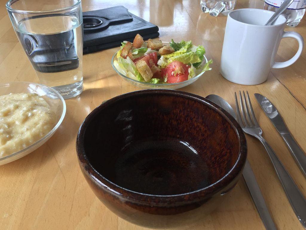 Kochgruppe mit Aprilwetter - Tisch gedeckt