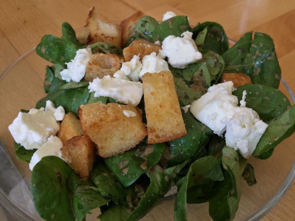 Feldsalat mit pikant-fruchtigem Dressing