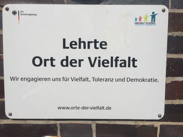 Lehrte - Ort der Vielfalt gesehen am Rathaus
