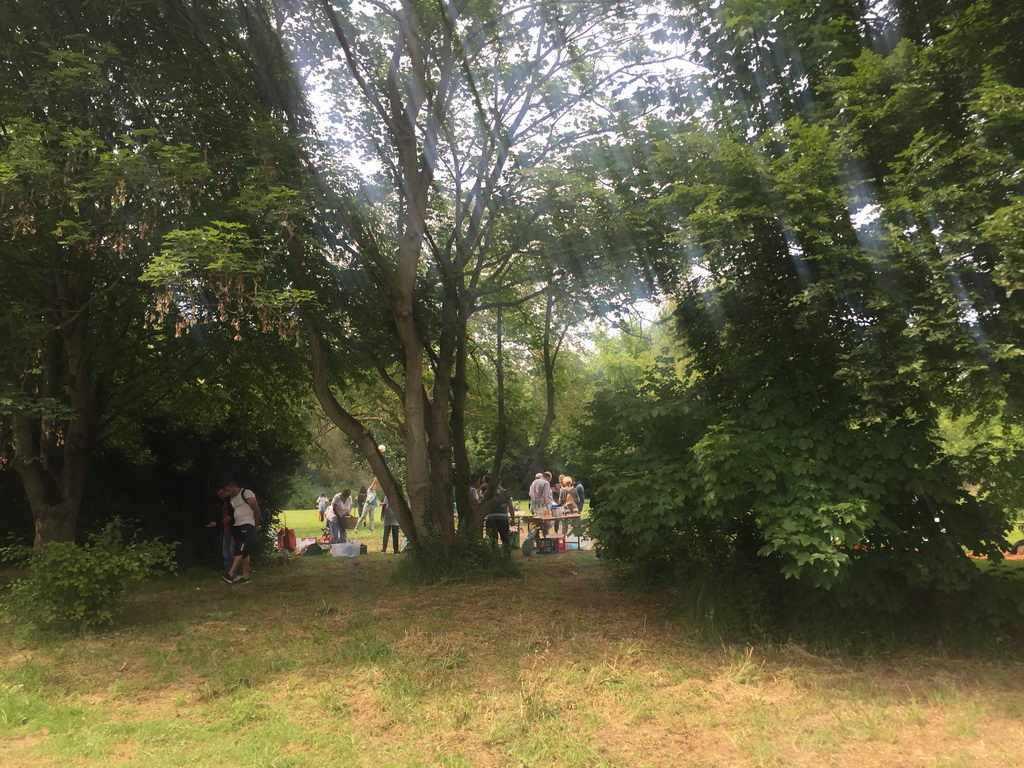 Montagskaffee von -Lehrte hilft- zu Pfingsten im Stadtpark Lehrte mit leckerem Picknick