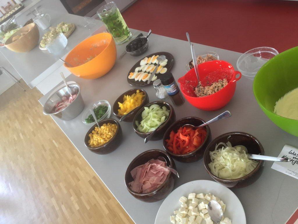 Salatbuffet - Kochgruppe mit langwieriger Entscheidungsfindung