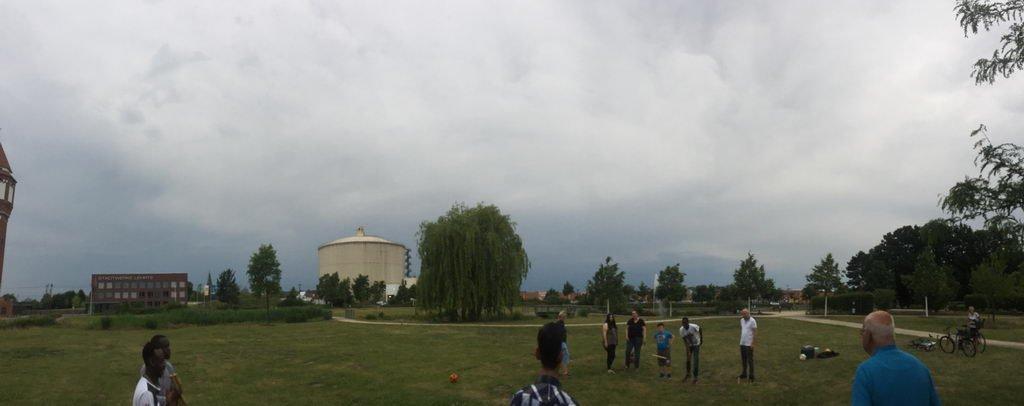 düstere Wolken am Himmel beim Treffen Stammtisch International
