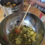 leichter Kartoffelsalat - Kochgruppe bei tollem Sommerwetter mit angrillen