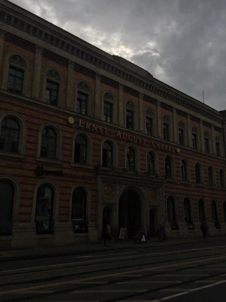 düster und subtropisch am Hauptbahnhof Hannover