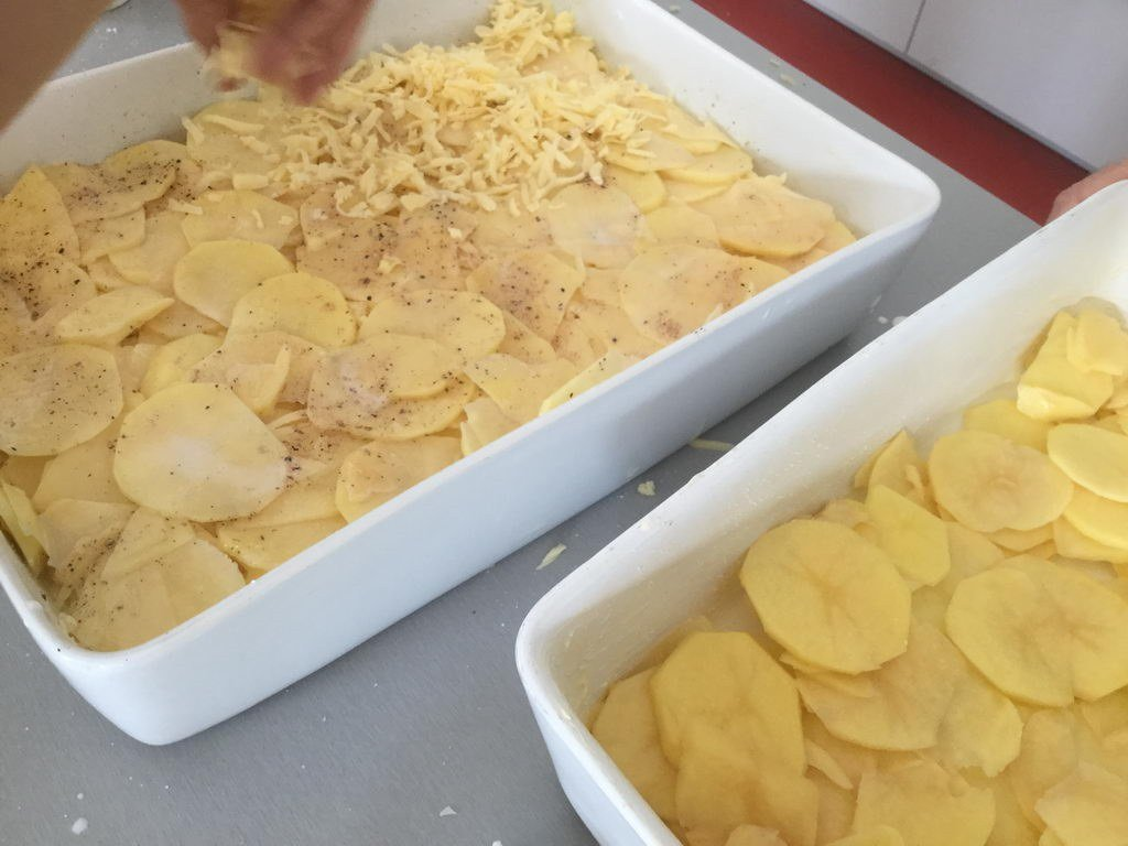 Kochgruppe mit Kartoffelgratin...