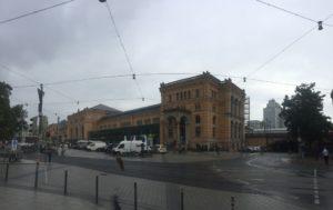 Morgens am Bahnhof Hannover - Regen