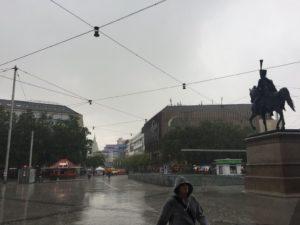 Nachmittags am Bahnhof Hannover - Regen