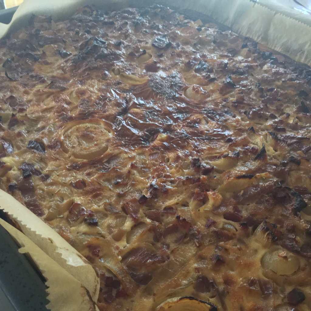 Zwiebelkuchen fertig gebacken