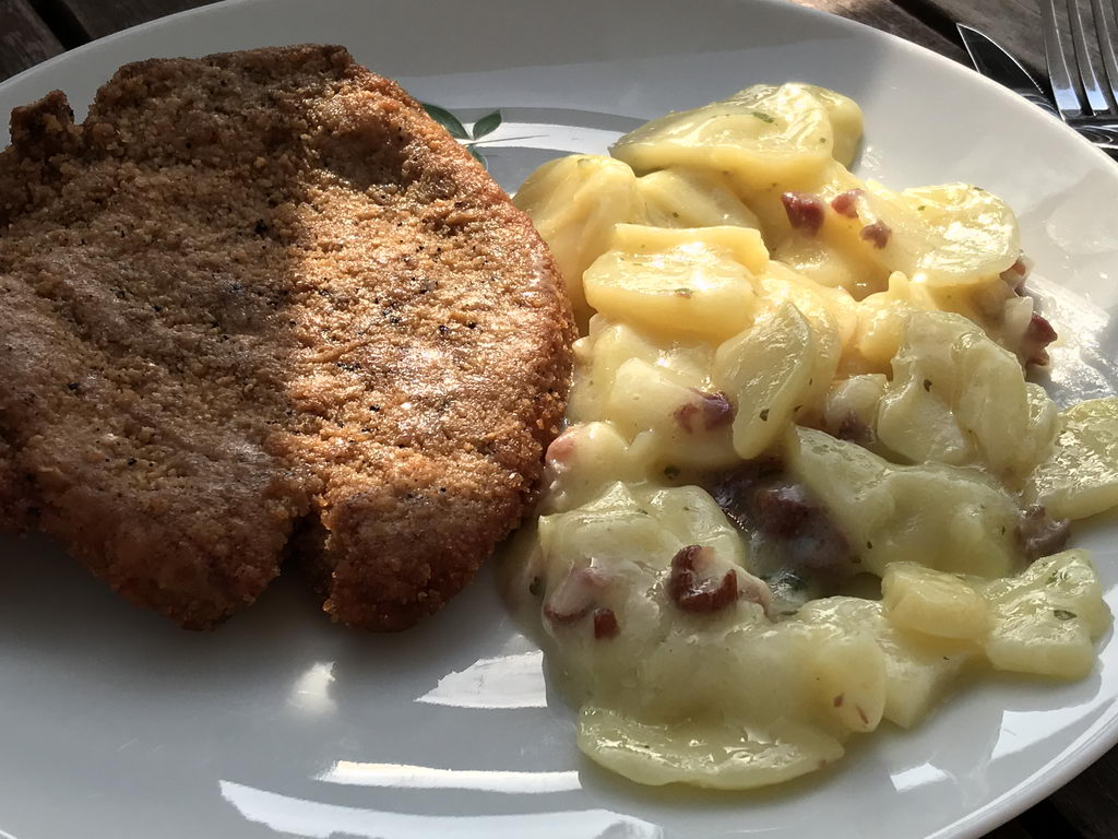 Kotelett mit Speckkartoffelsalat