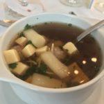vorweg gehaltvolle leckere Suppe