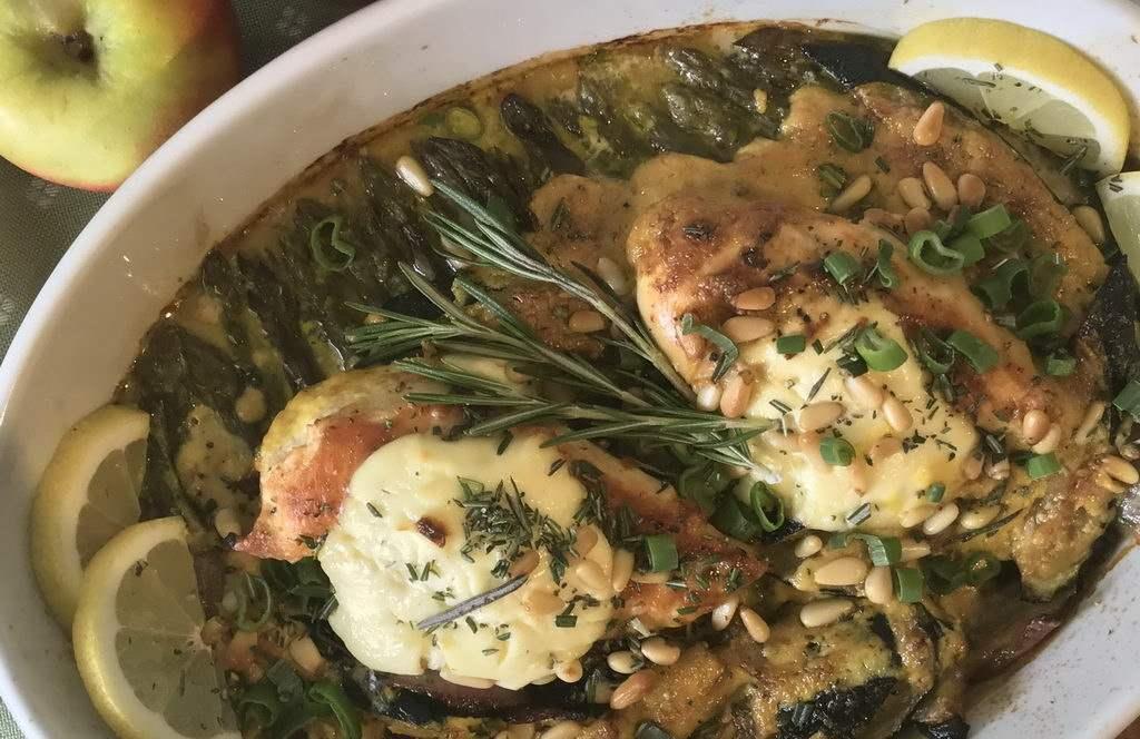 Spargel-Zucchini-Auflauf mit Hähnchenfilet
