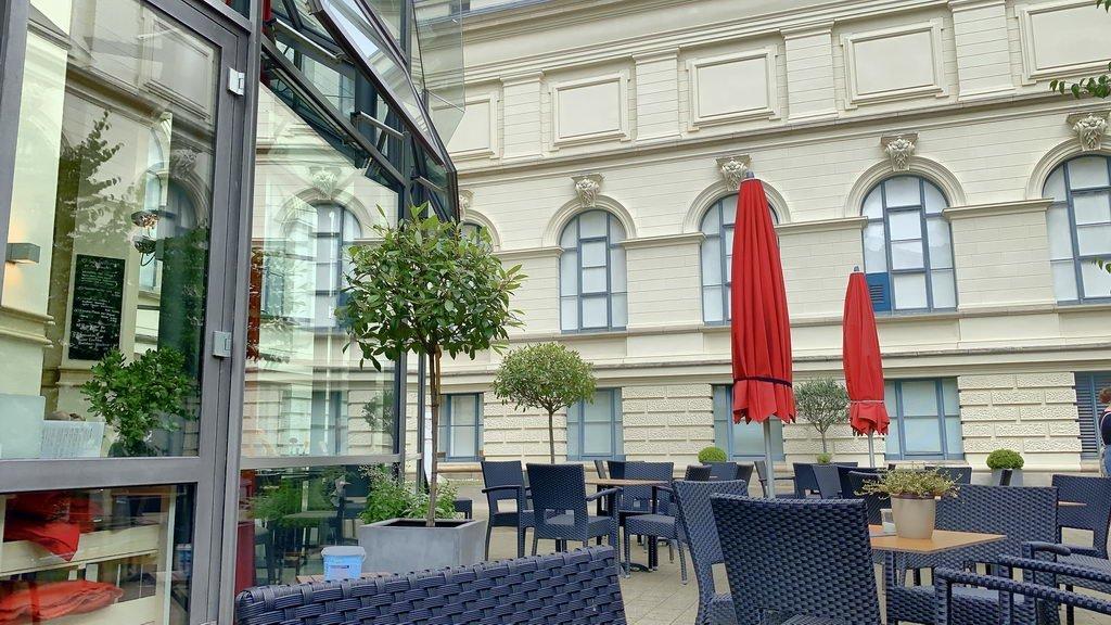 Besuch Aquarium Landesmuseum - Restaurant außen