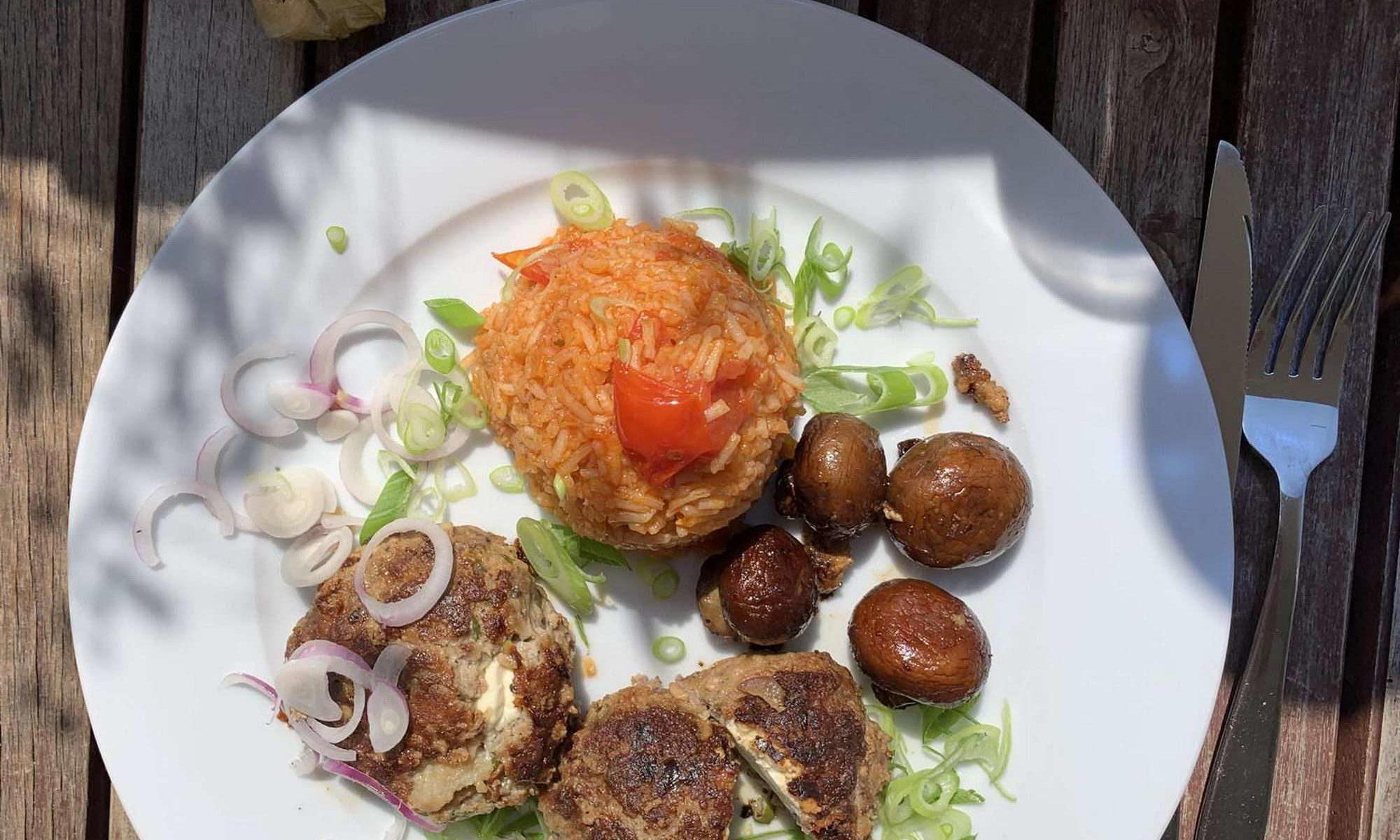 Bouletten mit Schafkäse und Tomatenreis