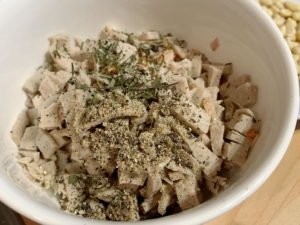 Ravioli mit Wurstfüllung an Basilikumbutter - Wurstfüllung mit Gewürzen