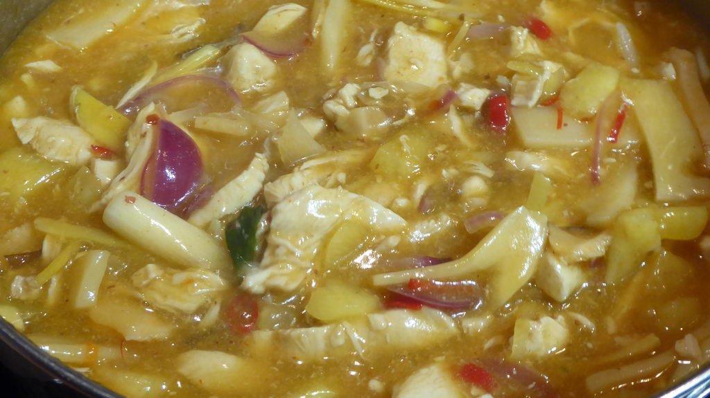 Curry-Geschnetzeltes süß-sauer-scharf - angedickt