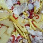 Curry-Geschnetzeltes süß-sauer-scharf - nach und nach Zutaten hinzu