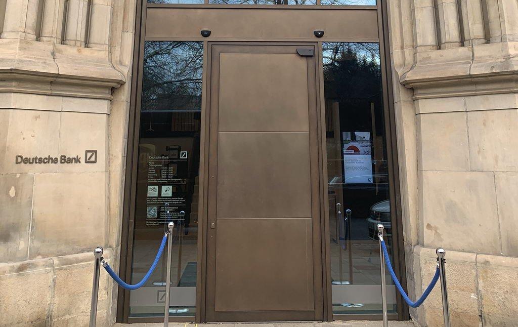 Eingang bei Deutscher Bank