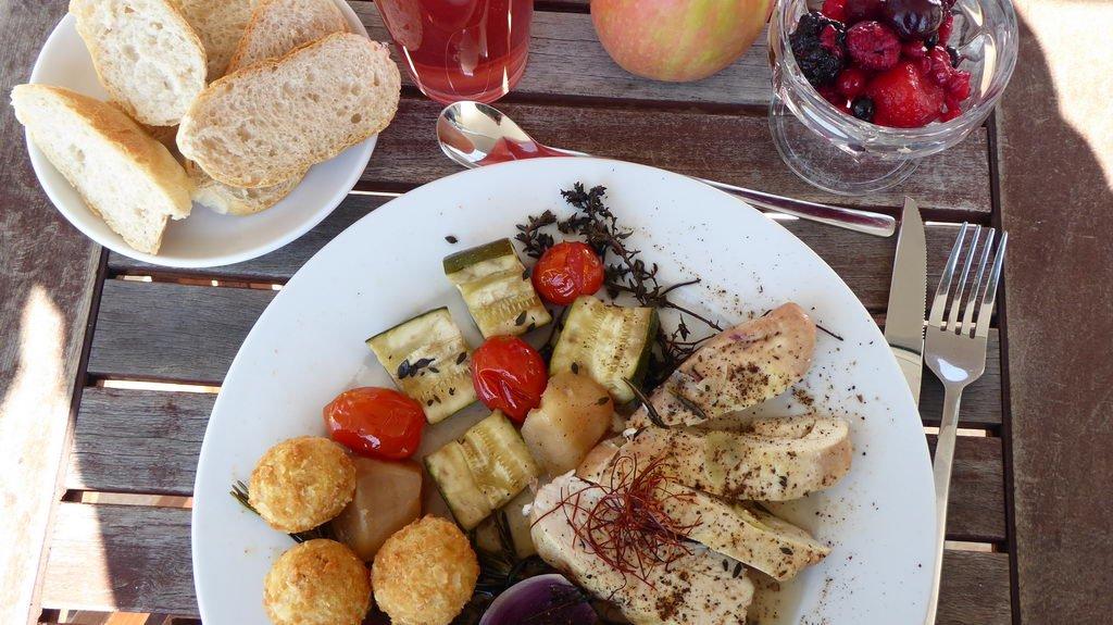Poularde - Calvados - Kräuter und Beilagen
