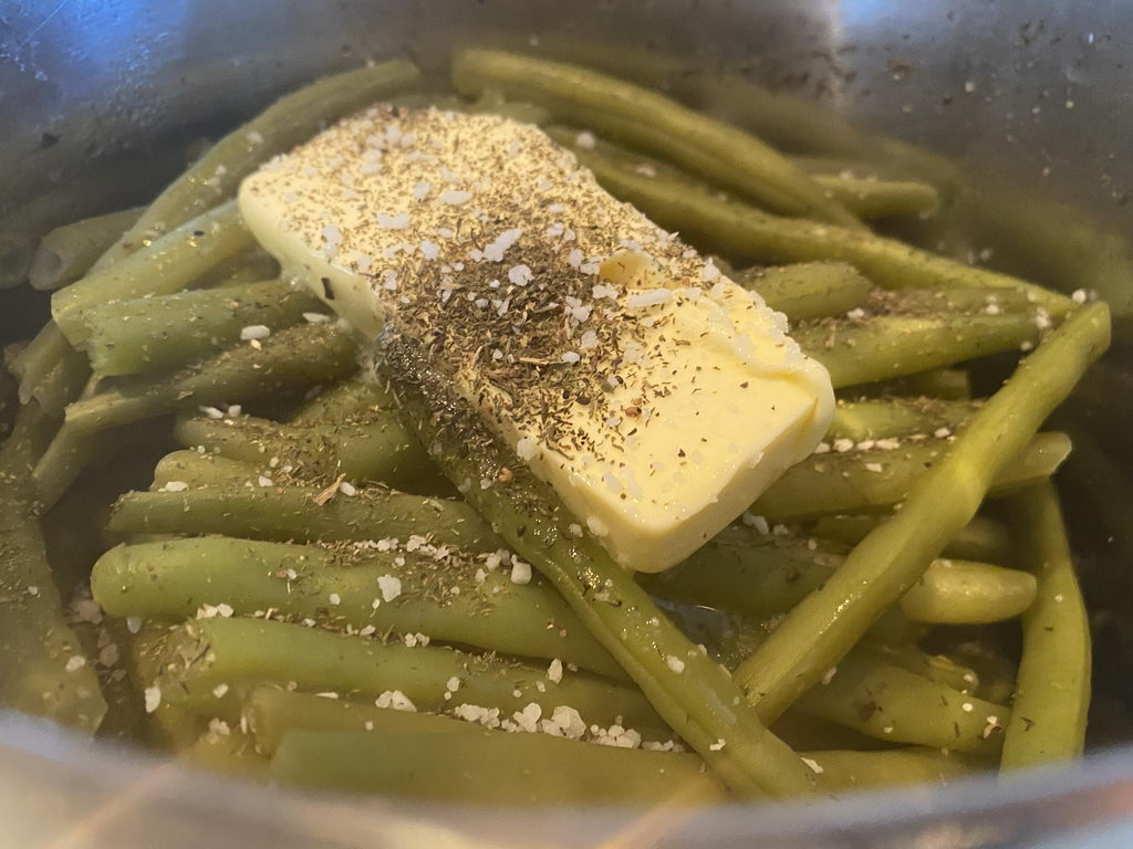 Lammkeule mit Gorgonzola-Mascarpone-Wein-Mischung - Butterbohnen