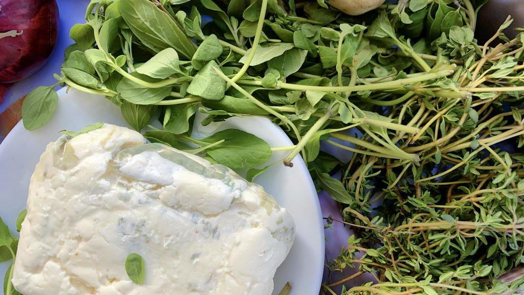 Lammkeule mit Gorgonzola-Mascarpone-Wein-Mischung - Majoran Thymian Gorgonzola