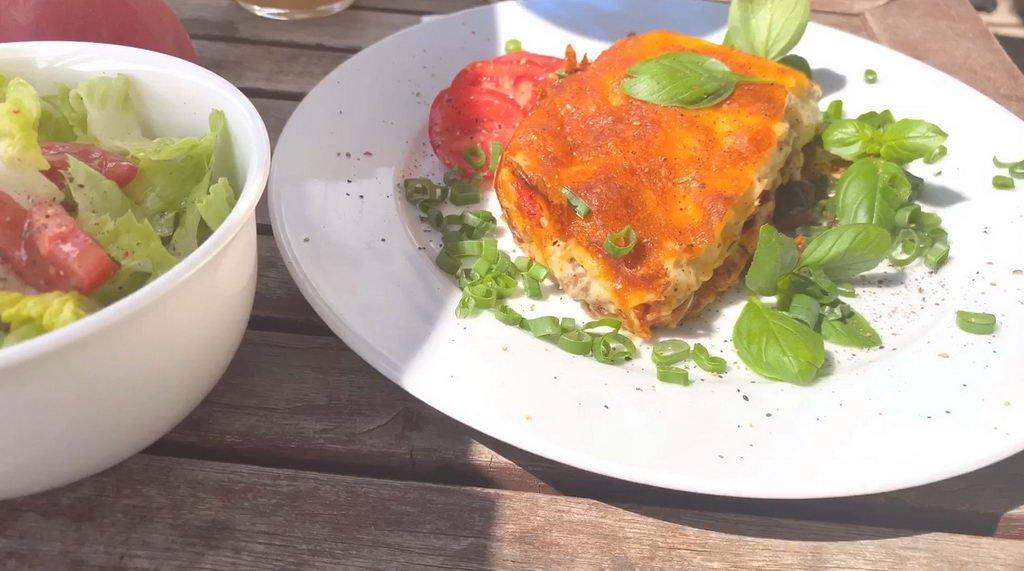 Lasagne mit Basilikum - Salat dazu