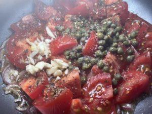Pasta mit geschmolzenen Tomaten - Basilikum - Kapern - Vorbereitungen