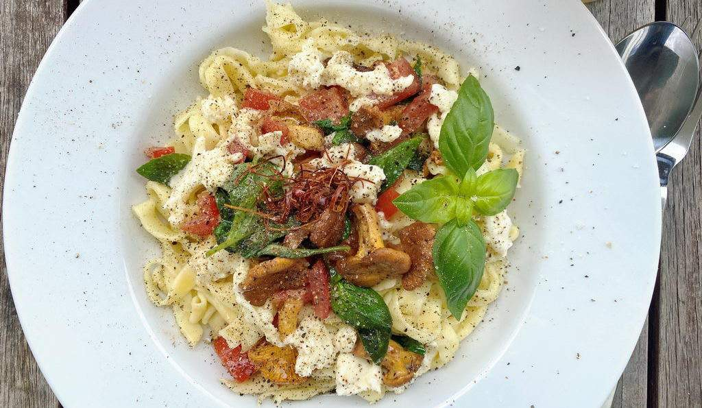 Pasta mit Pfifferlingen Tomaten Basilikum