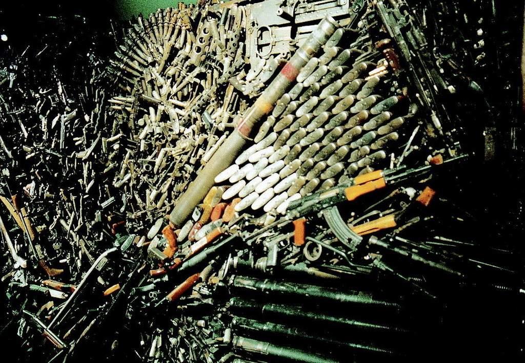 auf Expo 2000 in Hannover gesehen - die Welt starrt vor Waffen