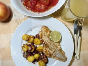 Rotbarsch naturell - Roestkartoffeln - Tomatensalat 20-12
