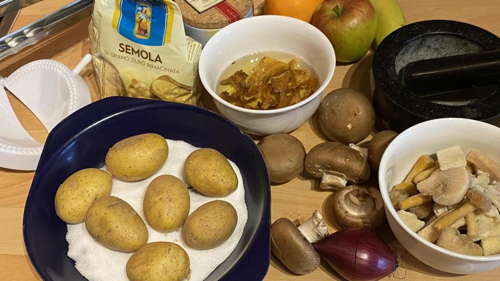 Pilz-Gnocchi mit Champignon-Rahmsauce und Obstsalat - Zutaten