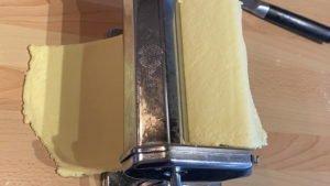 selbstgemachte Tagliatelle mit grünem Spargel und Schinken - Teig zubereiten