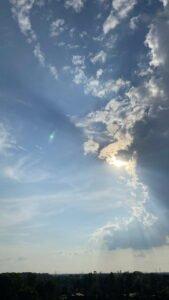 gegen 5 Uhr türmen sich Wolken auf