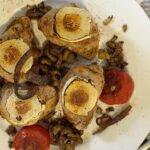 01-07 Schweinefilet mit Ziegenkaese ueberbacken - Roestzwiebeln - Mischpilze - geb Tomate 1