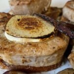 01-07 Schweinefilet mit Ziegenkaese ueberbacken - Roestzwiebeln - Mischpilze - geb Tomate 3