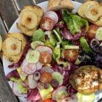 17-07 gegrillte Avocado - Ziegenkaesebaguette - Salat - mjam 1
