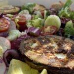 17-07 gegrillte Avocado - Ziegenkaesebaguette - Salat - mjam 2